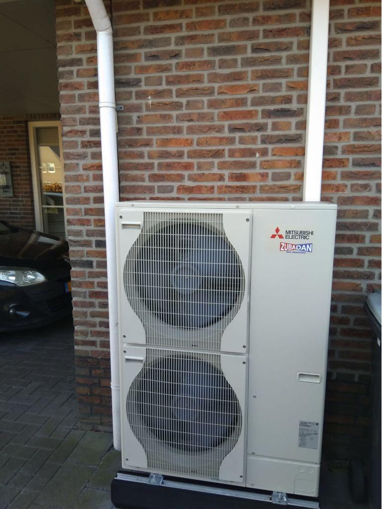 Woning Voorzien Van Mitsubishi Warmtepomp Systeem Lucht Water All Electric, Gecombineerd Met 18 Zonnepanelen